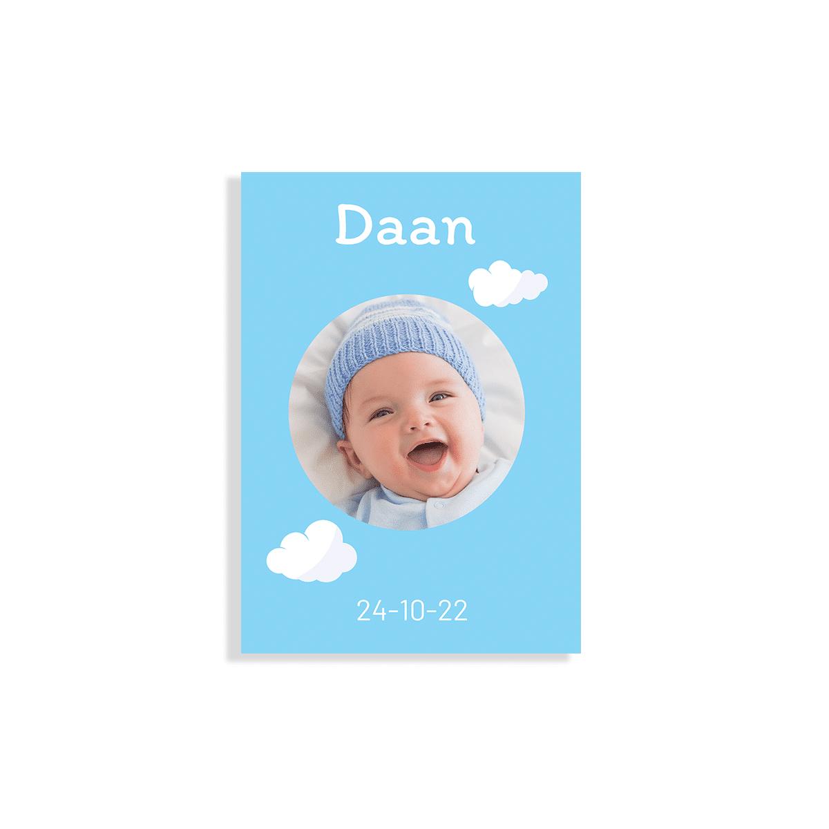 Rechthoekig klassiek blauw kaartje met wolken voorzijde