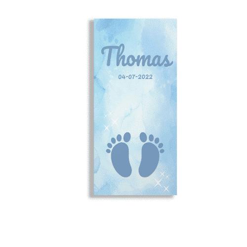 Langwerpig geboortekaartje blauw waterverf met voetjes voorzijde