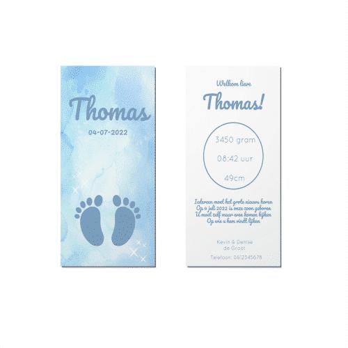 Langwerpig geboortekaartje blauw waterverf met voetjes voor en achter