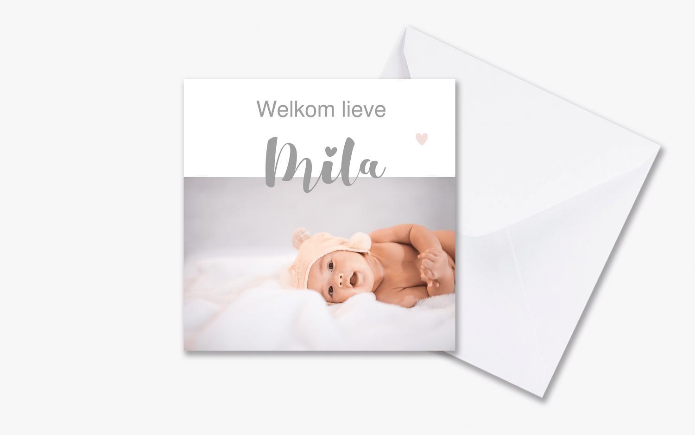 Foto geboortekaartje met bloemen en hartjes met envelop