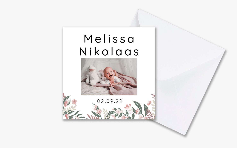 Klassiek geboortekaartje kleurrijke bloemen met envelop