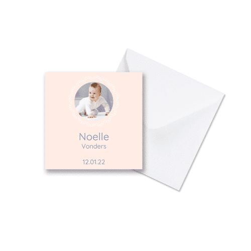 Geboortekaartje meisje ronde versiering met envelop